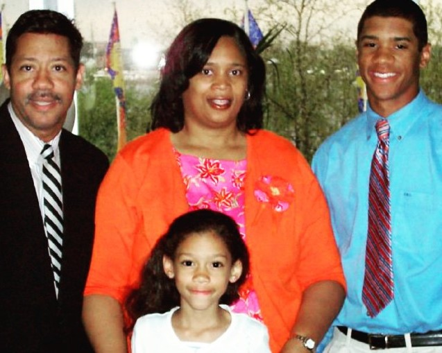 Russell Wilson Wife Parents Net Worth Vecamspot